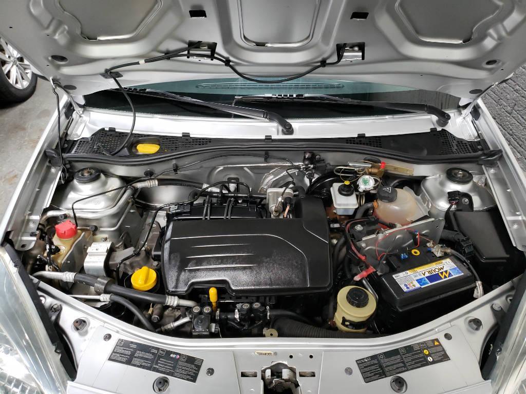 Foto numero 8 do veiculo Renault Sandero Expression 1.0 16V - Prata - 2011/2012